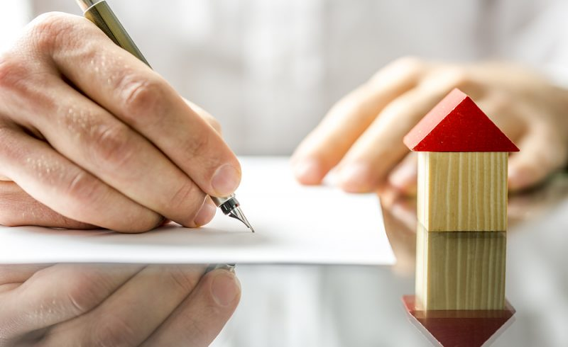 signing a deed in Missouri | St Louisreal estate lawyer